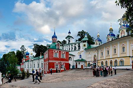 pskovo-pecherskij-svyato-uspenskij-monastyr1
